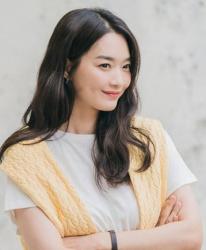 Cả Song Hye Kyo và Shin Min Ah đều để cùng kiểu tóc, tưởng nhạt nhòa mà sang chảnh hết nấc